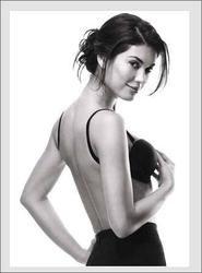 Cómo llevar un sujetador con un vestido con la espalda descubierta | eHow en Español