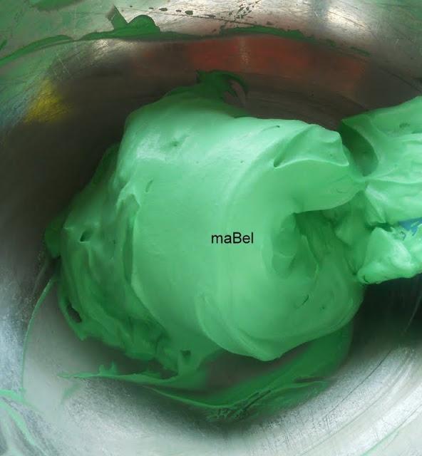 Un secretito para estabilizar la crema batida,con unas piezas de bombones.
