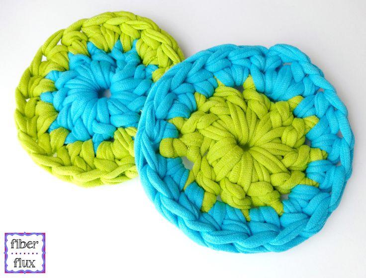 Learn how to crochet T-Shirt Yarn Coasters with this easy tutorial! Full written pattern here: http://www.fiberfluxblog.com/2015/07/free-crochet-patternt-shi...