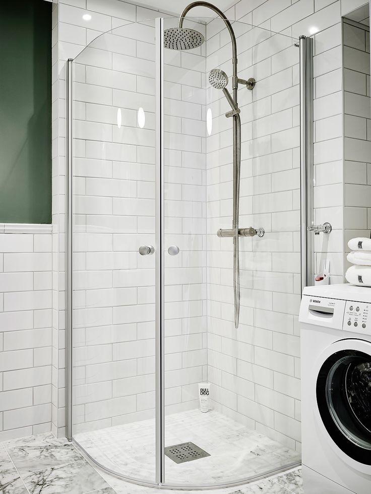 En trend inom badrum detta år är halvkaklade väggar med målade ovanför i milda…