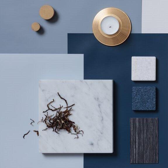 Kaunis klassikko, Navy on raikas ja upea värielementti, joka toimii lähes missä vain.   #blau #blauinterior #keittiö #väriinspiraatio #sisustussuunnittelu #miadesign #lokalhelsinki #tikkurila #tikkurila_suomi #navy #vaatekaappi #keittiöremontti #säilytysjärjestelmä #säilytysratkaisu #kvartsitaso #tammiviiluovet #messinkivetimet #messinki #marmori #carrera #himacs  Stailaus: @peetapeltola Valokuvaus: @petterssonphoto
