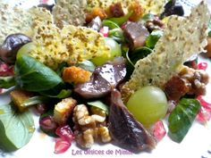 Salade d'automne aux gésiers de canard confits, mâche, noix, croûtons, raisins, grenade et tuiles de parmesan au sésame