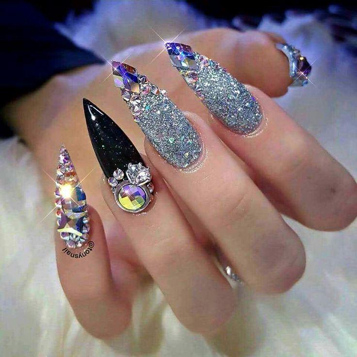 кондитеры испекли бриллиантовый дизайн ногтей фото декорирован