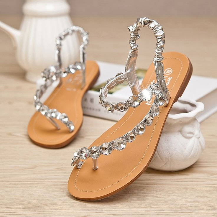 Every Bride Will Love to Wear These Wedding Flat Sandals - http://www.stylishboard.com/every-bride-will-love-to-wear-these-wedding-flat-sandals/