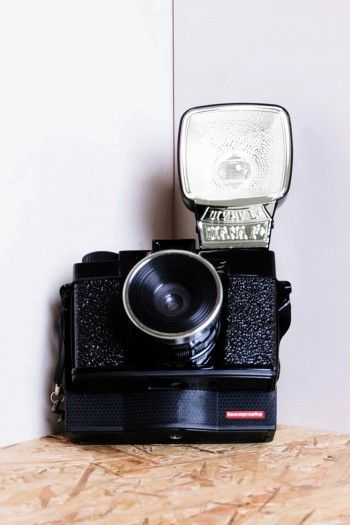 Schwarze Analogkamera Moment by Lomography
