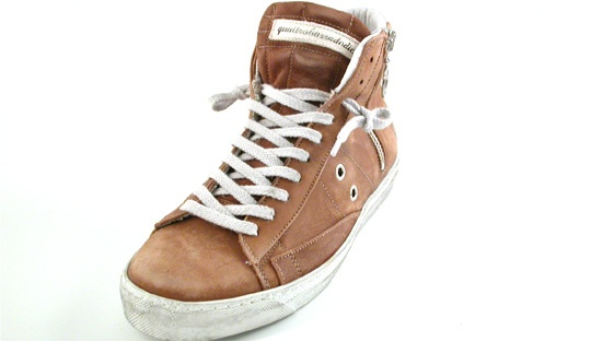 Sneakers in pelle di color cammello,Pelle e camoscio morbidissima e di pregio,Lacci e cerniera laterale,Suola bianco sporco in gomma,VINTAGE CAMEL,Quattrobarradodici | Collezione