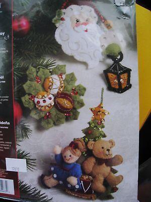 Bucilla-apliques-de-fieltro-arbol-Ornamento-de-Vacaciones-kit-de-artesania-Navidad-Alegria-Santa