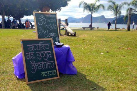 Domingo é dia de yoga na Praia do Leme #timbeta #sdv #betaajudabeta