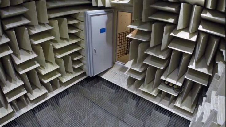 Microsofts anechoic chamber - a room so quiet you can hear the grind of your bones