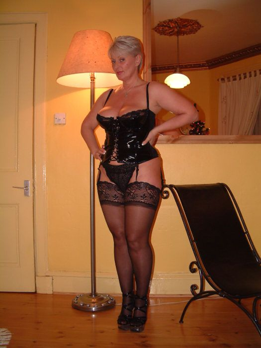 Lovely Mature Mamas   Corsets And Lingerie Dreams -9475