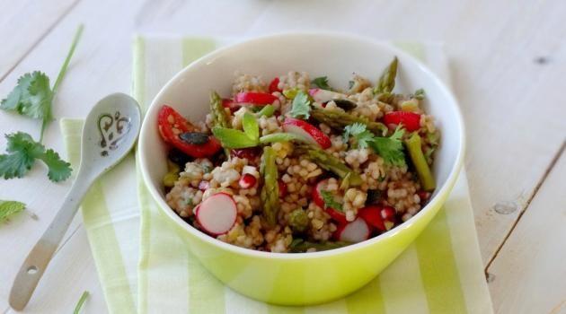 Salade printanière de semoule de konjac aux asperges