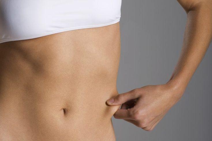Cómo hacer que mi cintura sea más pequeña sin tener que perder grasa corporal. Las cinturas pequeñas y delgadas son deseadas tanto por hombres como por mujeres. Una cintura delgada puede ayudarte a usar la moda más reciente o mantenerte dentro de tus jeans ajustados. La mayoría de las personas que ...