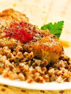 La Coda di rospo con dadolata di cipolle bianche è una pietanza davvero raffinata, da servire all'occorrenza per una cena elegante: farete un figurone! #codadirospoconcipolle