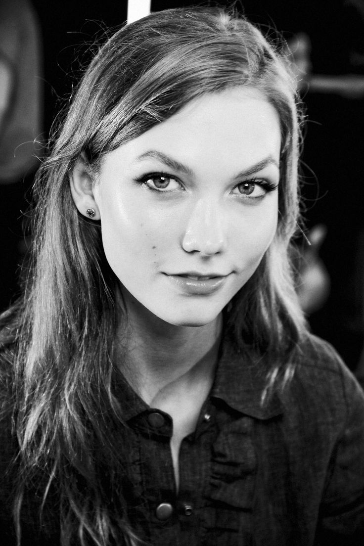 Day two of Online Fashion Week features an interview with Karlie Kloss