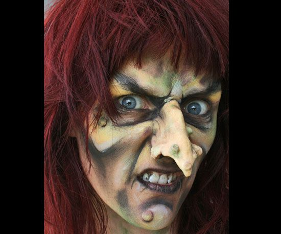get this wonderfully witchy makeup in 5 steps - Easy Scary Halloween Face Painting Ideas