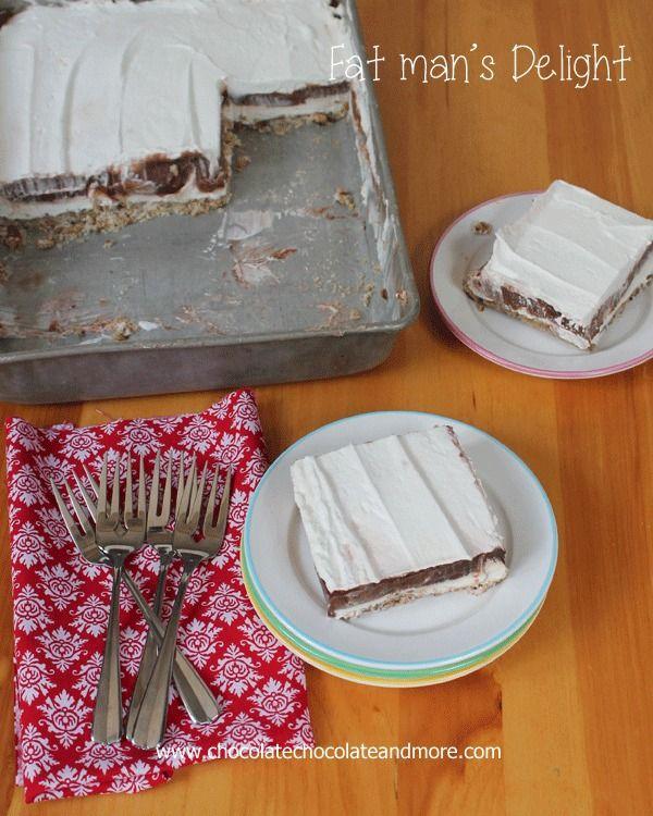 Capas Delight-deliciosos del hombre gordo de relleno de queso, pastel de chocolate y fresco látigo todo en la parte superior de una costra de pacanas.  Puede ser fácilmente hecho bajo nivel de azúcar / calorías.