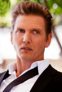 Barry Pepper...I had the pleasure to meet him once...lovely man, and gorgeous too!