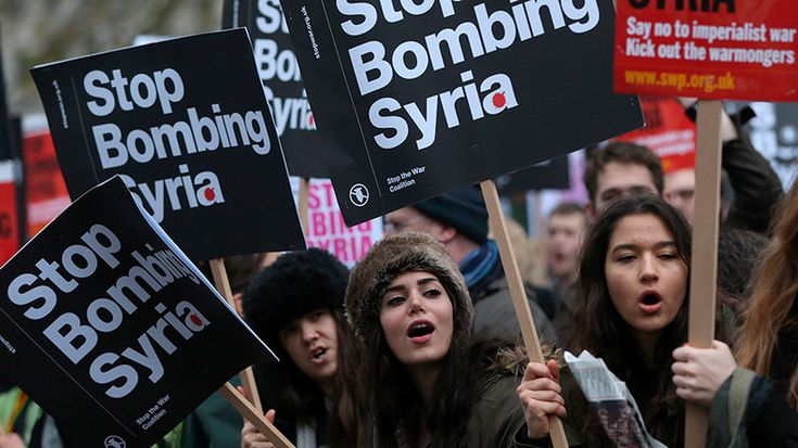 Londoners march on Downing Street to decry UK intervention in Syria (VIDEO) — RT UK