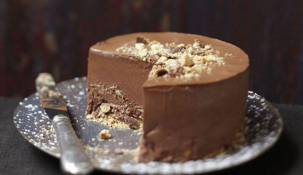 Une recette de marquise au chocolat, un dessert entre la mousse et le parfait à laquelle on incorpore de la fève tonka, une épice originaire d'Amérique du Sud.