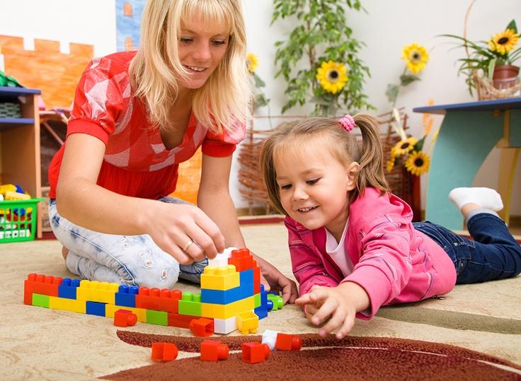 El juego manipulativo de las construcciones, favorece el desarrollo del niño o la niña. Las construcciones  poco sofisticados, son ideales para el aprendizaje, con una clara función educativa, que ayudan al niño o la niña a desarrollar sus capacidades motrices, cognitivas, afectivas,  sociales y relacionales.