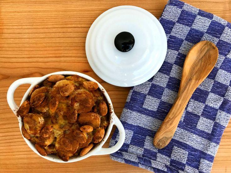Heerlijke Zuid Afrikaanse boboti vol warme, zwoele smaken gemaakt met banaan, abrikozen, rozijnen, appel en seitan gehakt. Snel en makkelijk!