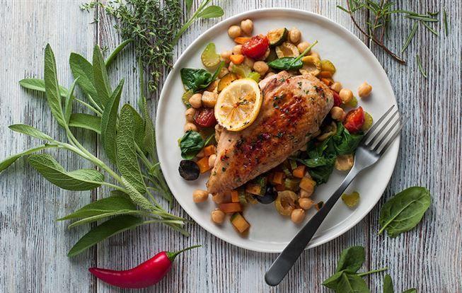 Pečené kuře s bylinkami, citrónem a cizrnou