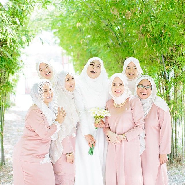 Malay bride with bridemaids