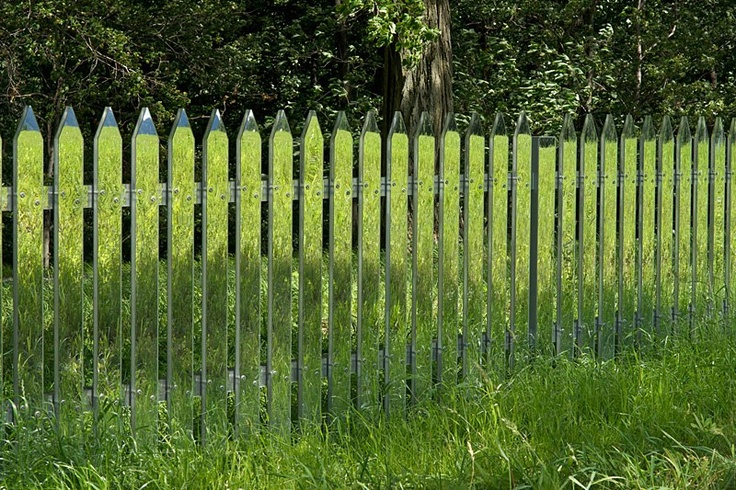 mirrored fence ----> COOL!