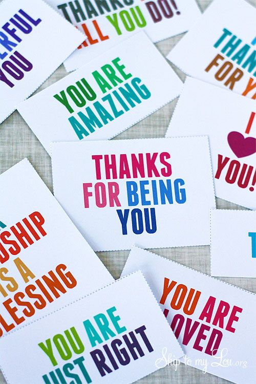 Print these thank you and thoughtful cards from home to show someone special you're thinking of them. #freeprintable #thanksgiving #thankyoucards