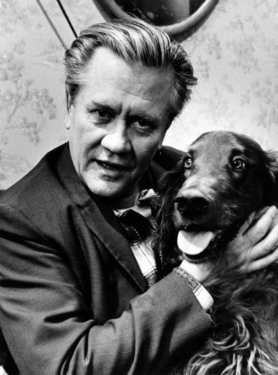Hannes 'Hanski' Häyrinen, alk. Johan Erik Högdahl (25.4.1914 - 21.12.1991), oli koko Suomen kansan rakastama koomikko.