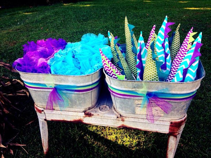 Girl Dinosaur Party: Tutus & Tails. DIY tail party favors ...