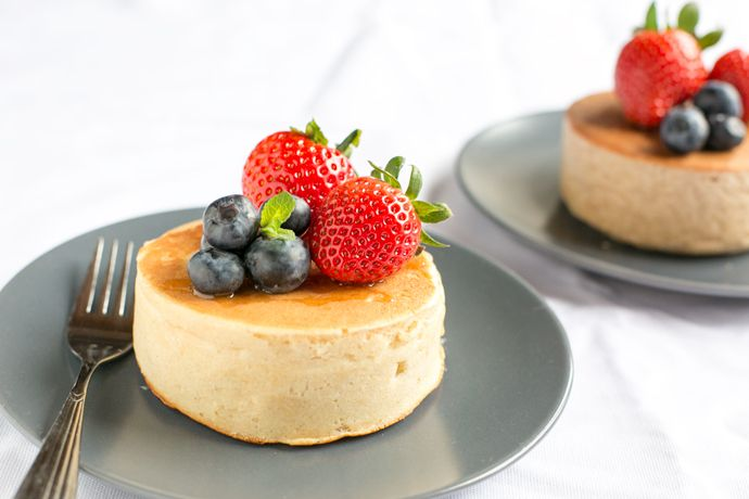 Ricetta Japanese Pancakes.How To Make The Popular Japanese Pancakes Incredibly Fluffy And Light These Souffle Like Pancakes Are Super Fu Biscotti Alle Mandorle Pancake Facili Ricette