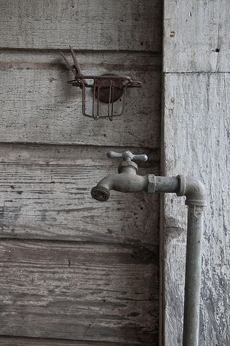 Gray | Grey | Gris | グレー | Grigio | серый | Gurē | Colour | Texture | Pattern | Style | Design | Composition | Photography | Rustic Tap