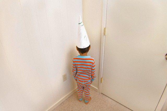 ¿Qué aprenden los niños cuando los mandamos al rincón o silla de pensar? | Amor Maternal