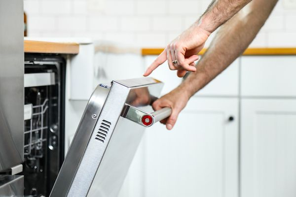 Did you know that you don't have to pre-rinse your dishes before placing them in the KitchenAid® Dishwasher with ProScrub™ Option? @livesimplymom tackles 5 major dishwasher myths on our blog: http://blog.kitchenaid.com/dishwasher-myths-uncovered/