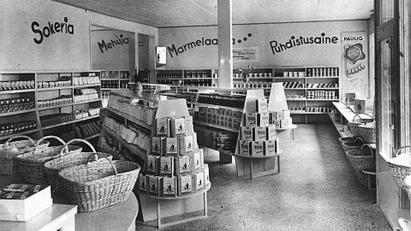 Yle Uutiset | yle.fi Pori itsepalvelukauppojen edelläkävijä Olli F. Linnainmaa avasi toukokuussa 1949 Suomen ensimmäisen itsepalvelumyymälän Porissa osoitteessa Isolinnakatu 9. Porissa oltiin kaupan kehityksessä etukenossa, sillä Helsinkiin itsepalvelumyymälöitä alettiin perustaa vasta 1950 -luvulla.
