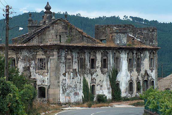 15 edificios abandonados em Portugal II (em imagens)