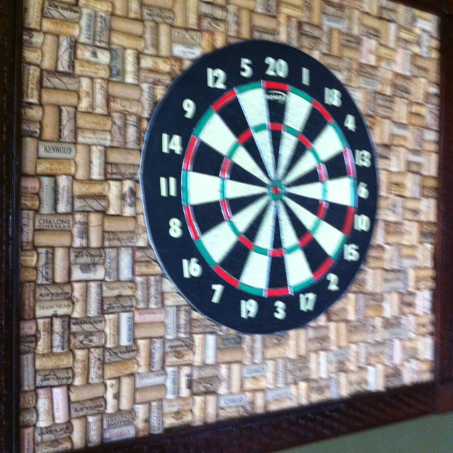 wine cork dart board oh yes i have the corks for this crafts pinterest the o 39 jays. Black Bedroom Furniture Sets. Home Design Ideas