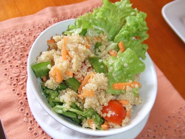 Ensalada de quinoa real. Ver la receta http://www.mis-recetas.org/recetas/show/41931-ensalada-de-quinoa-real