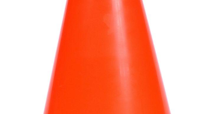 Trucos para pasar un examen de maniobrabilidad. Pasar una prueba de maniobrabilidad se requiere en Ohio -además de una prueba de conducción- para obtener una licencia de conducir. La prueba de maniobrabilidad implica conducir a través de un cuadro formado por cuatro conos de color naranja, luego manejar a la izquierda o a la derecha de un cono final, que está en una posición central más allá ...