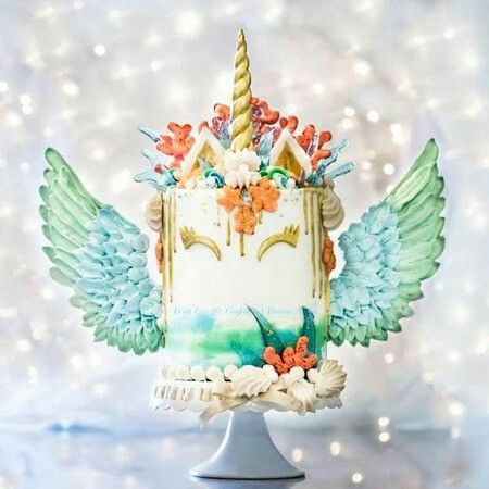 Unicorn Pegasus cake.