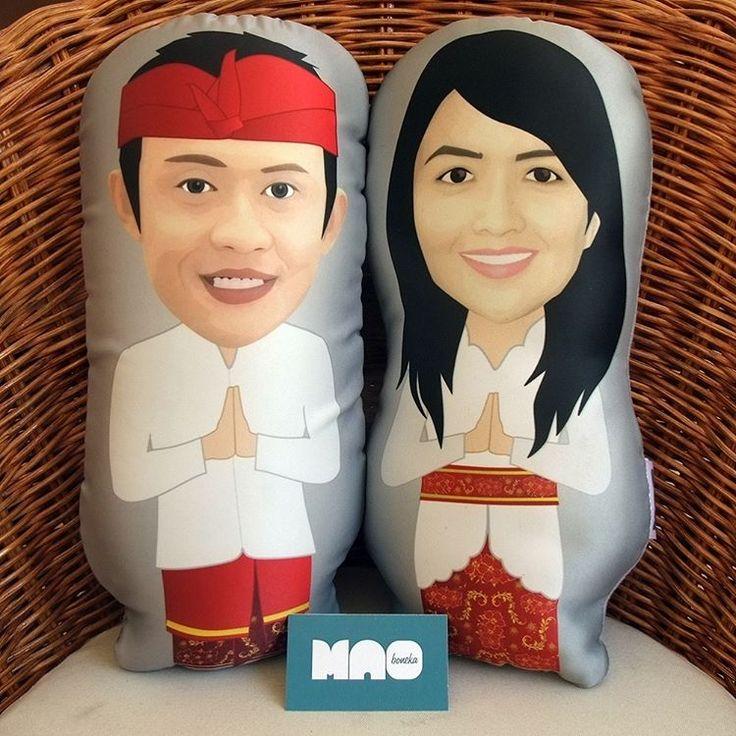 LAGI CARI HADIAH UNIK ?  Untuk Wisuda, Ulang Tahun, Anniversary, Pernikahan, Profesi dll  di Mao Art & Craft Pusatny Hadiah Unik yang bisa CUSTOMIZED & PERSONLIZED, kamu bisa pesan hadiah dengan ilustrasi wajah 99% mirip aslinya  MORE INFO FOLLOW : @bonekamao & @maoillustration…