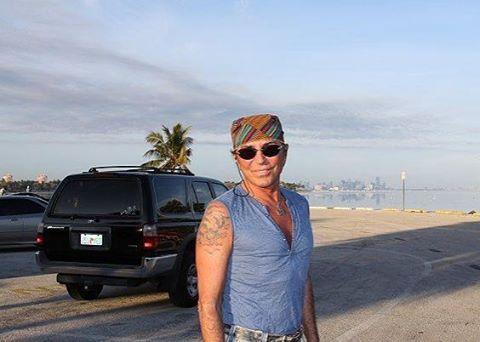 Американский хайвей, американский хайвей... Пахнет как бензин с сиропом. Автостопом, автостопом, Автостопом едут не все, Я на обочине шоссе, И я оглох от шуршания шин, Но я невидим для машин ������ #валерийлеонтьев #леонтьев #valeryleontiev #leontiev #miami #florida #beautifulstranger #vl #singer #show #voice #celebrity #genius #hollywood #onelove #люблю #лучшийнавсегда #жизнь #певец #великийчеловек #шоу #талант #хит #instagood #goodvibes #like4like  Фото с сайта fantasy-valeriy.ru ��…