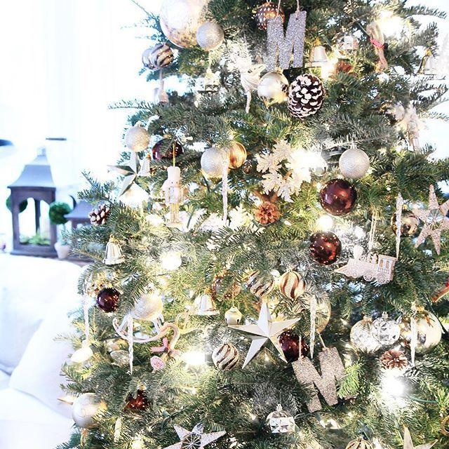 Christmas tree, mixed medal ornaments, gold Christmas, living room, lanterns.