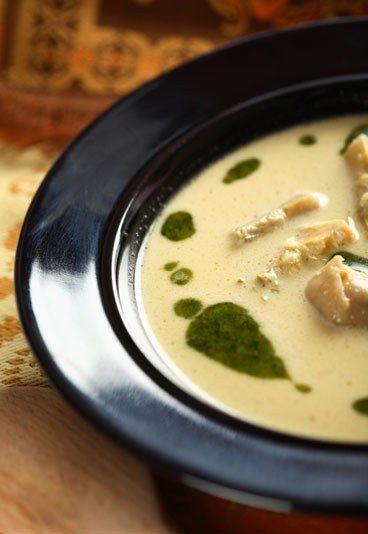 Zuppa di cuori di carciofo - Ricette di zuppe e vellutate per i mesi invernali - Ingredienti (4 porzioni): - 12 grossi carciofi - 10 cl di vino bianco secco - 60 g di burro - 1,5 l di brodo di pollo - Parmigiano Continua a leggere la ricetta
