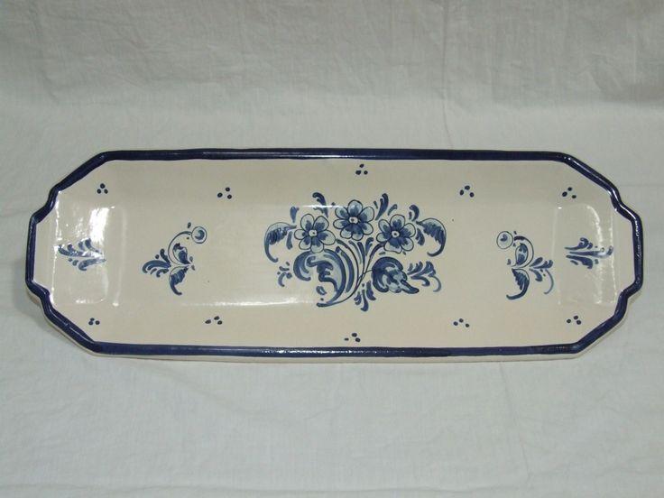 Bandeja de cerámica con detalle de Flor Azul. www.artesania-alla.es