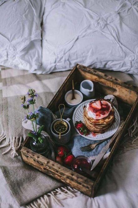大切な人と特別な週末の朝♡「朝食 in Bed」レシピ集 - Locari(ロカリ)