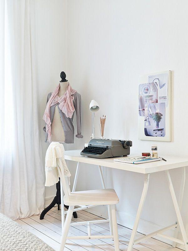 freaking gorgeous creative corner!