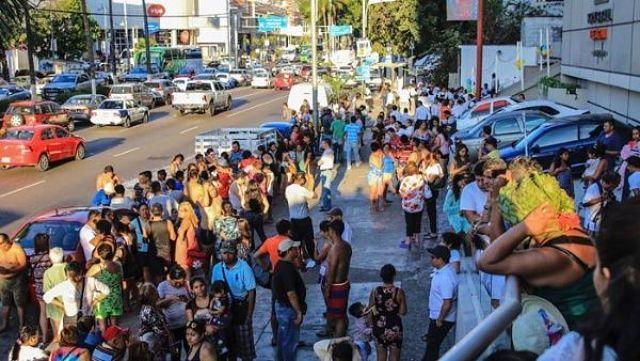 Reportan 389 réplicas tras sismo de magnitud 7,2 en México /  Caracas.- El sismo de 7,2 que sacudió el viernes Ciudad de México, Guerrero y Oaxaca, ha generado 389 réplicas hasta las 05H30 hora local de este sábado, informó el Sismológico Nacional de México. Autoridades confirmaron que los estados de Oaxaca, Chiapas, Michoacán, Puebla y Ciudad de México continúan con protocolos de