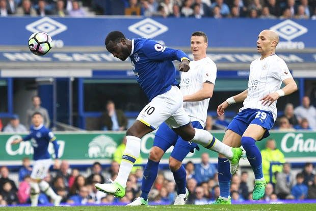 Romelu Lukaku scored twice as Everton beat Leicester City 4-2 in an enthralling Premier League clash to keep their faint hopes of Champions League qualification alive.  An unbelievable first half started with Tom Davies netting after just 30 seconds the joint-fastest Premier League goal this season.  But goals from Islam Slimani and Marc Albrighton ensured Leicester who made five changes ahead of their huge Champions League quarter-final away to Atletico Madrid on Wednesday were ahead by the…